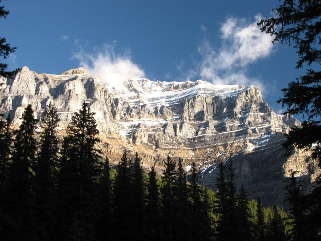 Early morning on the way up to Morraine Lake, the sky cleared up as I went up.